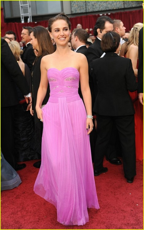 Natalie Portman at the 2009 Oscars. I was so in love with this dress, and still am.