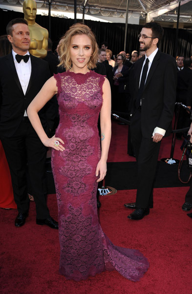 Scarlett Johansson looking stunning in Dolce & Gabbana on the red carpet at the 2011 Academy Awards.