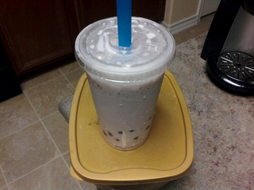 This is why Andy rocks! I love her. She hooks me up with free bubble tea and pancit! Hellz yeah! <3