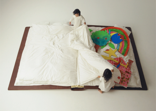 Photographer Yusuke Suzuki has created Child's  Play…a page turning bed that looks like an oversized book. At  night it is opened up little children to sleep in and during the day it is shut closed to  create enough space for children to play in their room. (Source: karenh)