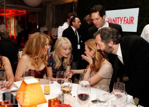 "Leslie Mann, Emma Stone, Jennifer Westfeldt, Paul Rudd and Judd Apatow attend the 2011 Vanity Fair Oscar Party Hosted by Graydon Carter at the Sunset Tower Hotel on February 27, 2011 in West Hollywood, California.  OH MY GOD please get Emma in a Judd Apatow movie immediately. Also, I love that the women are all ""Girl talk, ladies only!"" And Judd's all, ""Fox in the hen house!"" and Paul Rudd's all, ""Where'd I put my drink?"""
