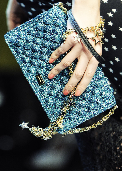 modeavenueparis:  Dolce & Gabbana Fall/Winter 2011/2012 Ready To Wear | Milan stars,stars. <3