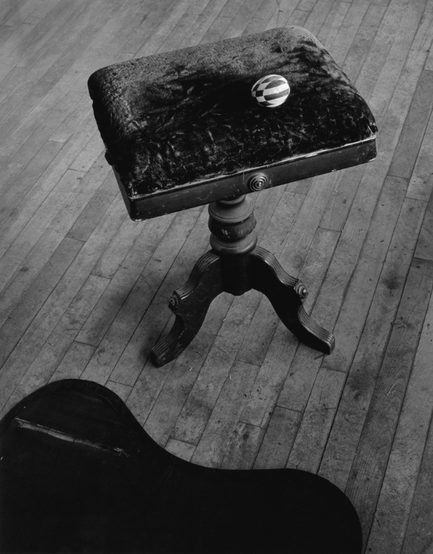 arsvitaest:  Arnold Newman, Posing Bench and Egg, West Palm Beach, FL 1941