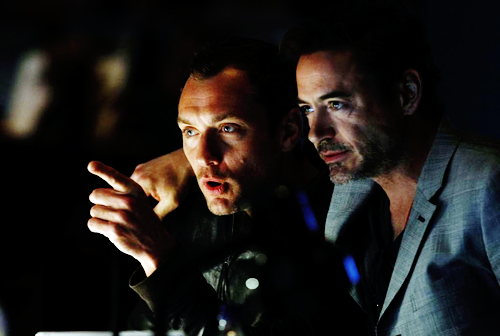 lezlemon:  Robert Downey Jr. and Jude Law rehearsing for the Oscars.  For Jill!