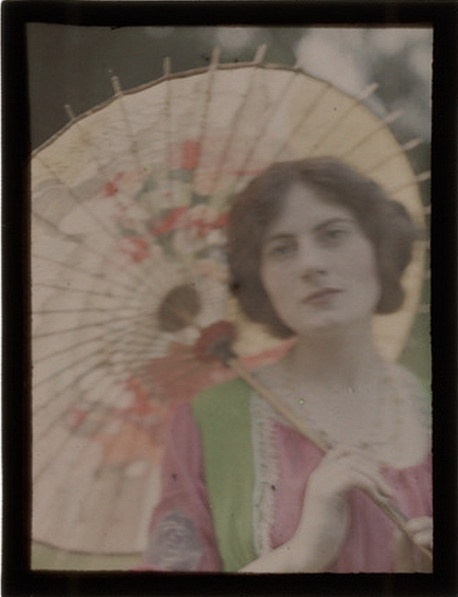 The Japanese Parasol, c 1909   autochrome by John Cimon Warburg