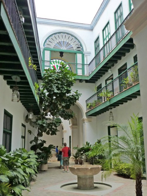 mosquemoe:  The garden of the Casa de los Árabes (The Arab House). Havana, Cuba. (photo by Hartley Vance Millman)