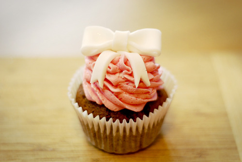 Want to learn how to make a cute fondant bow to dress up your cupcakes (Or whatever sweet treat you're making)? Well, over at Katie Cakes, she shows you how! Enjoy!
