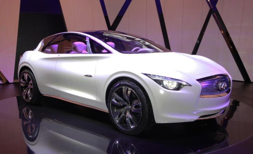 Infiniti says new Etherea Concept is a no-compromise hybrid that offers lots of driving fun while maximizing driver pleasure. A supercharged 2.5-liter 4-cylinder engine with 245 bhp is on duty  underhood, aided by an electric motor and a CVT that directs power to the front wheels, a first for  an Infiniti hybrid.