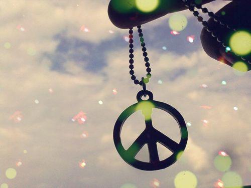 As coisas vão dar certo. Vai ter amor, vai ter fé, vai ter paz. Se não tiver, a gente inventa. Caio F. Abreu