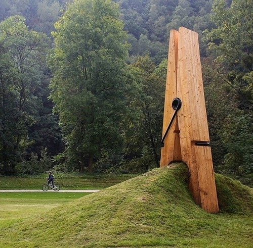 resolution9:  Sculpture by Mehmet Ali Uysal  This is just awesome. Seriously.