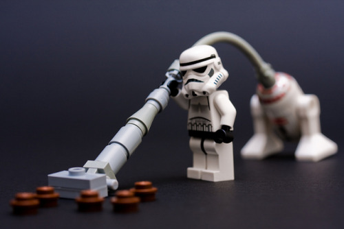 legos:  Hoovering up the mess (by Kevin Poulton)