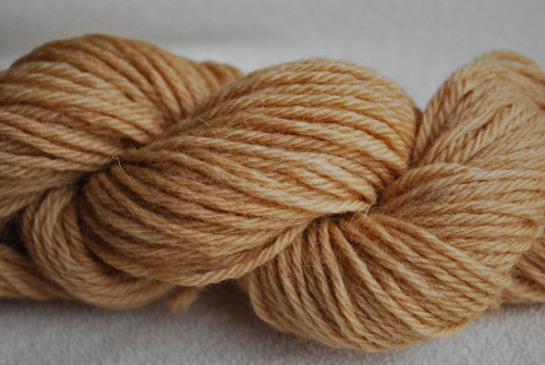 wool yarn dyed with used tea leaves~