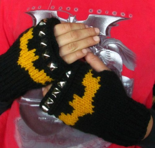 """Holy frigid weather, Batman! You need some gloves!Keep your hands warm, fight crime and look awesome doing it!"" And, if Batman is not your preferred superhero (SHAME ON YOU WHAT ARE YOU DOING READING THIS BLOG), there are many other options available. Including Robin… if you're into pansies in scaley green undies."