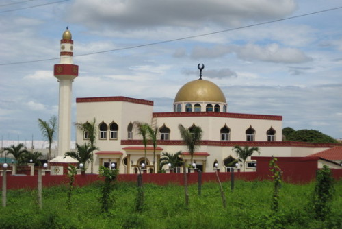 sacredadornment:  mosquemoe:  A New Mosque in Nicaragua. Managua, Republic of Nicaragua. (photo by Steve Stecklow, The Wall Street Journal)  someday inshaAllah i will see this one in person…