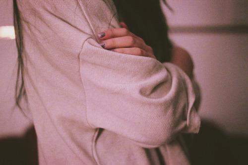 عندما أحاول أن أعرف ما إذا كنت أحبّ شخصًا ما ،أتصوّره ميتًا و أراقب كيف يستجيب جسمي لذلك ..- إيمي جينكز