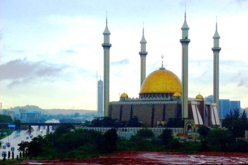 mosquemoe:  Abuja National Mosque. Abuja, Nigeria.(photo by Bobbie Nystrom)
