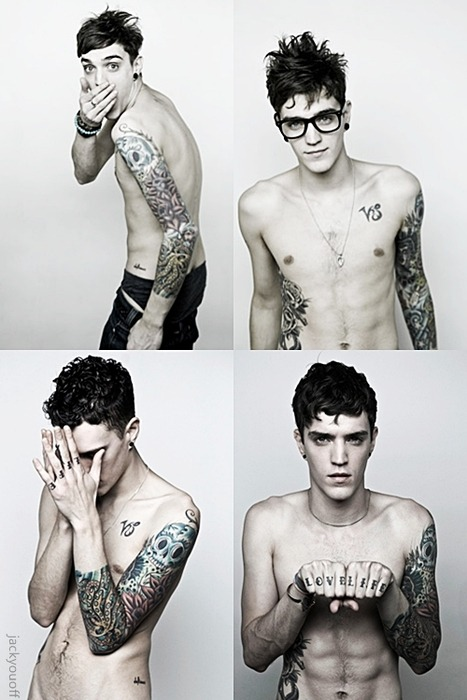 geekmehard:  Geekboy Hottness. Tattoos AND glasses. *THUD*  Huba huba