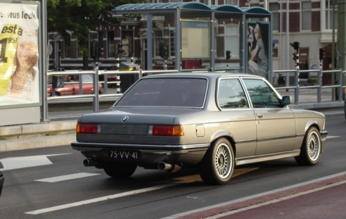 BMW 323i E21 Coupé (1975) In a sea of (gorgeous) E30's, spotting a lovely and grunty E21 is nothing short of exciting. This makes you think twice, doesn't it?