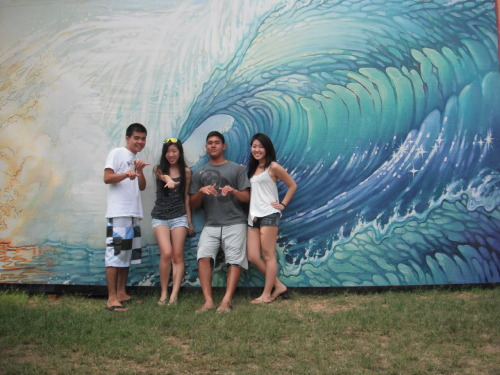 Pipeline Surf Competition December 2010, best friends <3