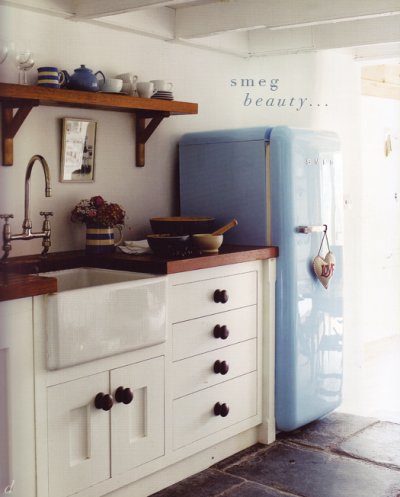 myidealhome:  smeg beauty (via dress, design & decor)