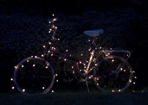 castlesoflove:  bicycle with fairylights (by Eleanor Hardwick)