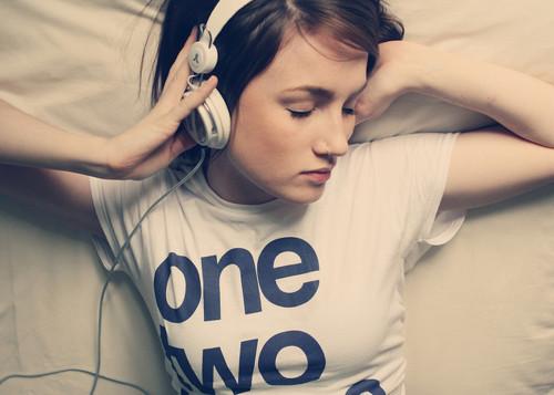 """""""É chato quando uma simples música te faz lembrar do que você luta para esquecer."""""""
