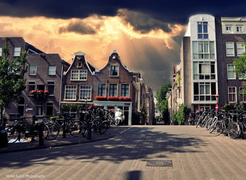 theworldwelivein:  Summer afternoon | Jordaan neighborhood, Amsterdam, Netherlands© Violet