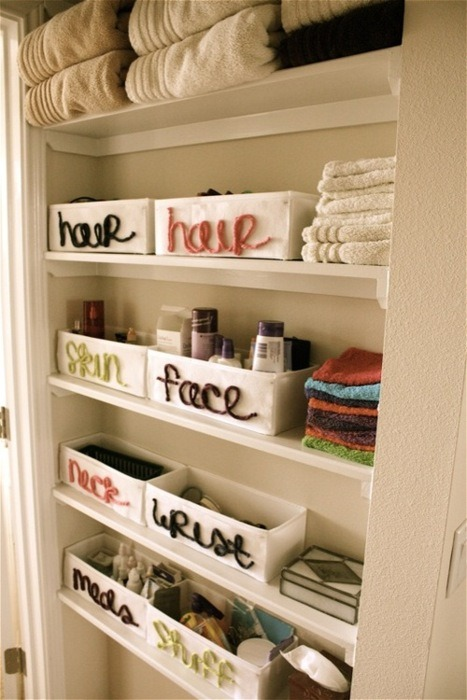So simple, yet so effective. If I had a bathroom/linen closet I would definitely do this.