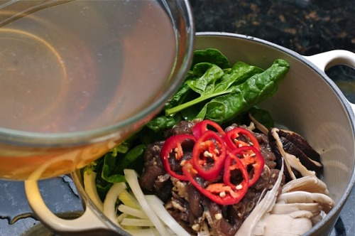 Bulgogi hotpot, along with picture guided recipe!Looks easy to make, check out the recipe!