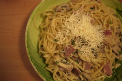 dinner for ourselves: bacon & chestnut mushroom creamy spaghetti.