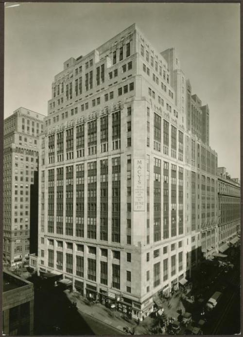 Macy's, NYC, New York Historic 1930s Photo, NY Public Library Digital Gallery These days the facade is so obscured by ads you can't see the nice details. (Go to the archive and you can zoom in!) From NYPL:  151 West 34th Street - Broadway 					 					 	 					 								 [R.H. Macy Building]