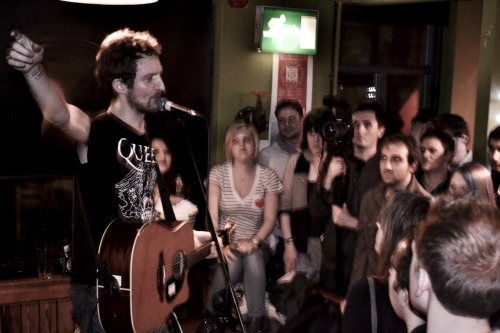 I took a few photos of Frank Turner's charity gig last Friday night. (04.03.2011) This is one of them