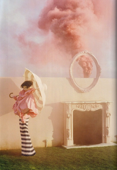 tulletulle:  calivintage:  Tim Walker / Vogue UK April 2011.  goddammit walker