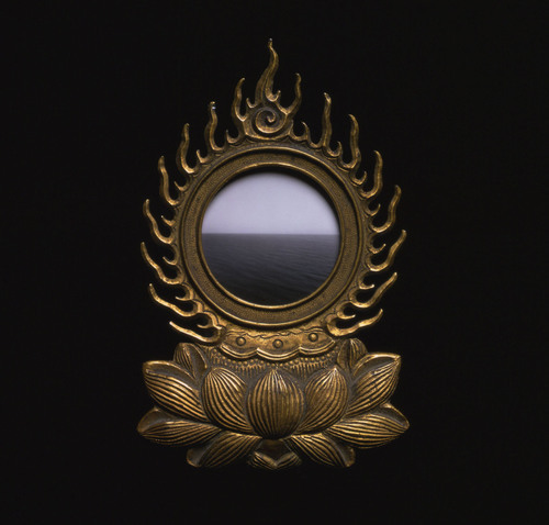 arsvitaest:  Hiroshi Sugimoto, Time's ArrowA 13th century Buddhist reliquary with photograph of Caribbean seascape inside.