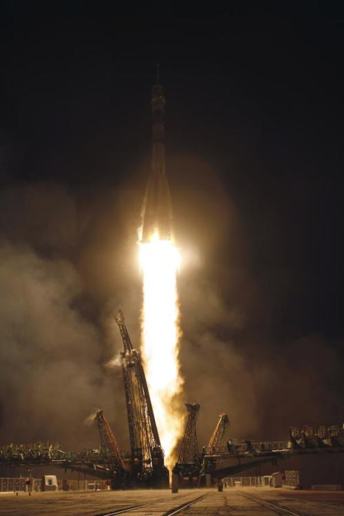Here's how they look all lit up. Soyuz launch - Baikonur, KZ (via @Cmdr_Hadfield)