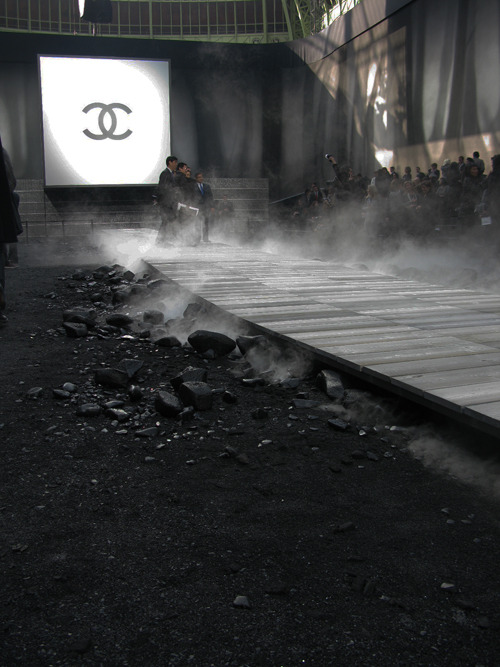 glamour:  The Chanel Fall 2011 runway