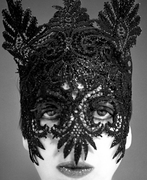 Isabella Blow in Lacquered Lace Mask designed by   Philip Treacy,1992 photo by Phil Poynter  via Le blog de SoVeNa more info @ Design Museum