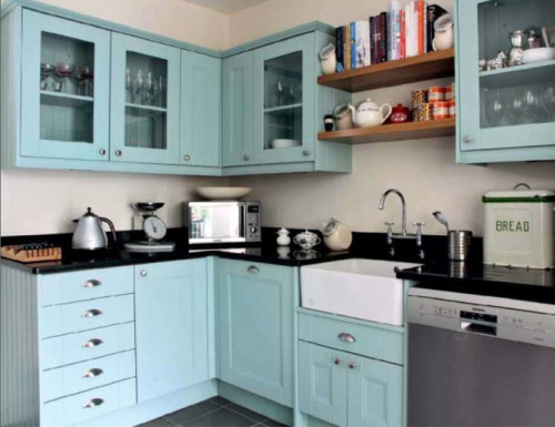 turquoise kitchen bliss.