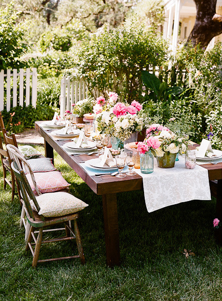 acottageinthewoods:  ~ pretty outdoor party via Style Me Pretty