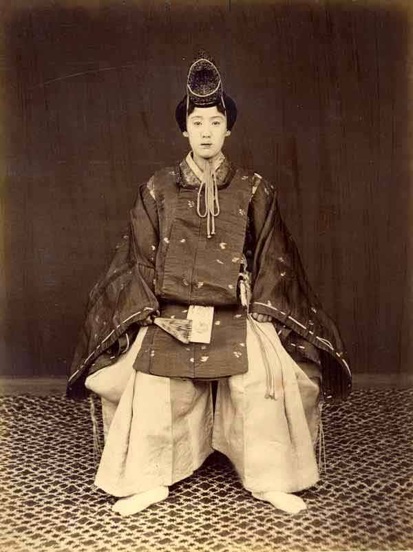 printsandthings:  The Okyogenshi were women actors who  performed the roles of men. They were an exclusive group of entertainers  led by a lady called Bando Mitsue in the mid 19th century. Contemporary  hand-written German inscription below image reads: 'Japanische  Tangerin' (Japanese dancer). A stunning photograph.