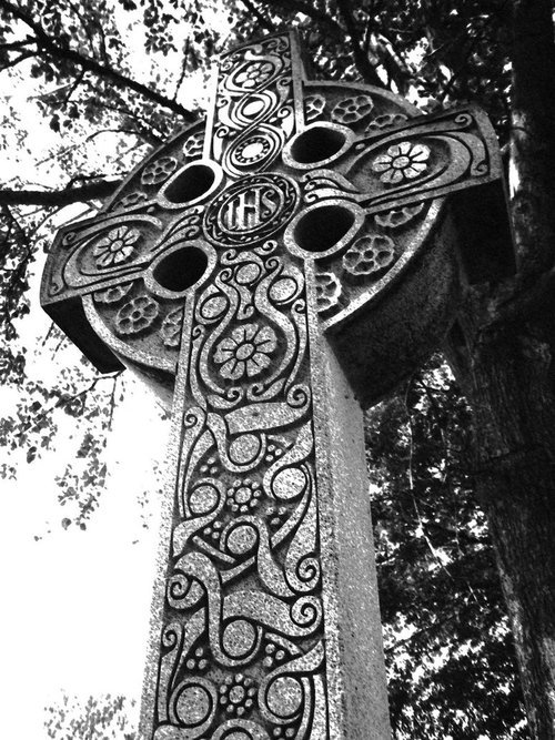 andiswearwecantaketheworld:  obsession with celtic designs.  It may be a cross which is typically Christian, but look at those beautiful Celtic designs.