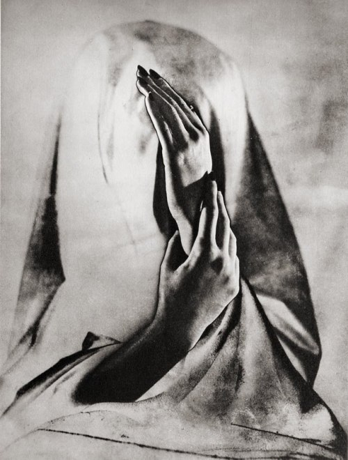 frenchtwist:  via billyjane:  Blind Girl, 1940s by Erwin Blumenfeld [an old fave] from servatius