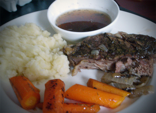 Sundays are for comfort food. [Pioneer Woman's perfect pot roast]
