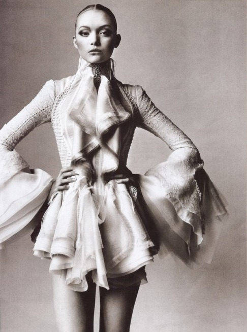 bienenkiste:  Gemma Ward by Irving Penn