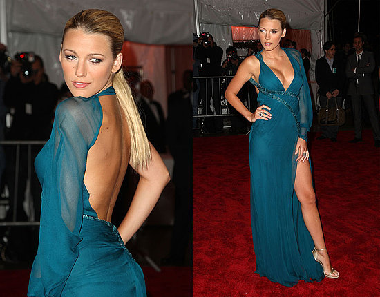 Blake Lively in a gorgeous turquoise blue colored Versace gown. Unsure of how I feel about the one sleeve though…