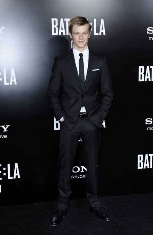 US actor and cast member Lucas Till arrives for the 'Battle: Los Angeles' premiere in Los Angeles, California, USA, on March 8, 2011. The film hits theatres on March 11, 2011.