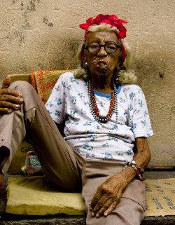doppisensi:  Grandmother in Havana, Cuba.