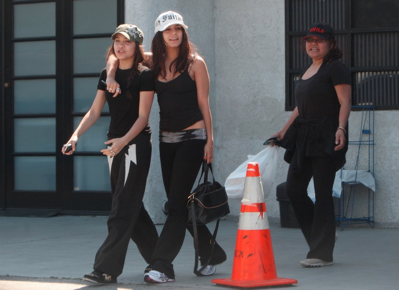 Stella Hudgens and Vanessa Hudgens leaving the gym in Studio City - March 4, 2011