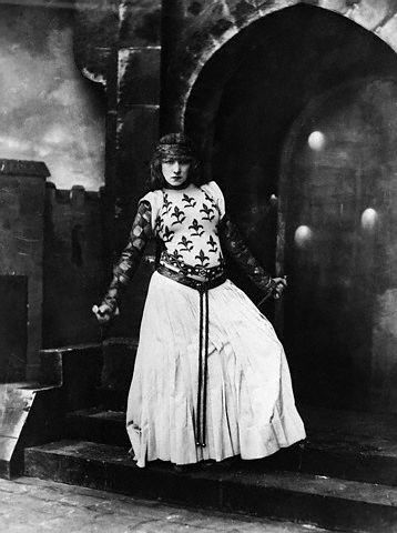 Sarah Bernhardt as Lady Macbeth by Nadar, 1884