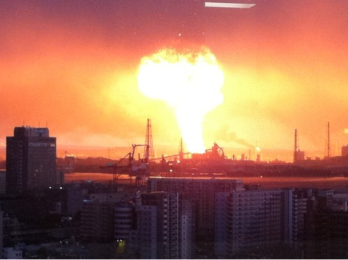 An explosion at an oil refinery in Japan is captured by an eyewitness. The oil refinery caught fire following a massive 8.9-magnitude earthquake that struck Friday afternoon. (twitpic)